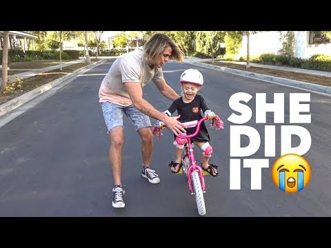 TEACHING EVERLEIGH HOW TO RIDE HER BIKE FOR THE FIRST TIME!!! (NO TRAINING WHEELS)