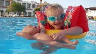 Беби Бон купается в бассейне Кукла беби бон Видео для детей Египет море
