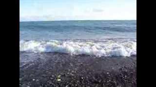 Черное море, Абхазия(Пляж на берегу Черного моря в Абхазии. Видео снято летом 2013 года., 2013-10-15T18:22:46.000Z)