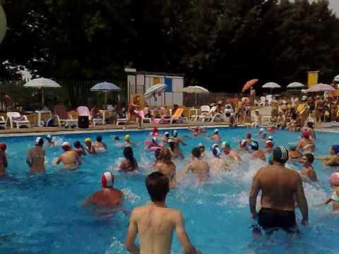 Acquagym piscine al gabbiano 11 07 2010 1 di 3 youtube for Piscina limbiate