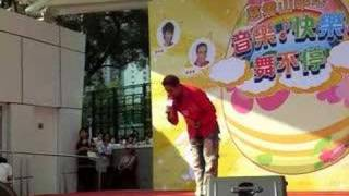 Qbobo Indian singing in Hongkong Chinese & Cantonese songs