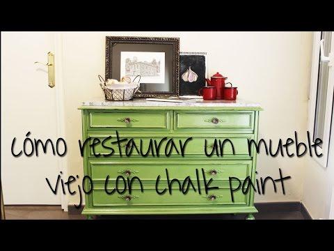 Como dar efecto envejecido a muebles con chalk paint doovi - Como restaurar un mueble viejo ...