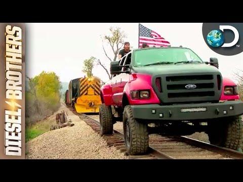 Caminhonete F650 puxando uma locomotiva de 180 toneladas ...