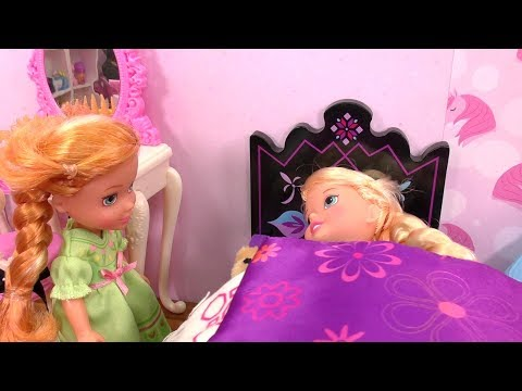 Little Elsa Is Sick ! Elsa And Anna At The Doctor - Barbie - Cough - Checkup - Sore Throat