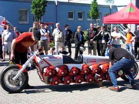 Dolmette - Motorrad mit 24 Kettensägen-Motoren, Chainsaw Bike