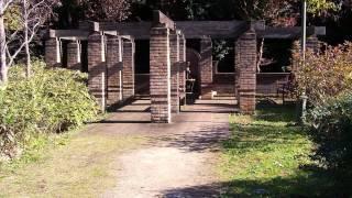 水戸市の郊外にある七ツ洞公園には英国式庭園があります。 時折、豪華な衣装を着て撮影をしている人達を見かけます。 この動画は YouTube スライ...