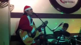 Let It Be - Ông già Noel độc nhất HN biết chơi Guitar & hát