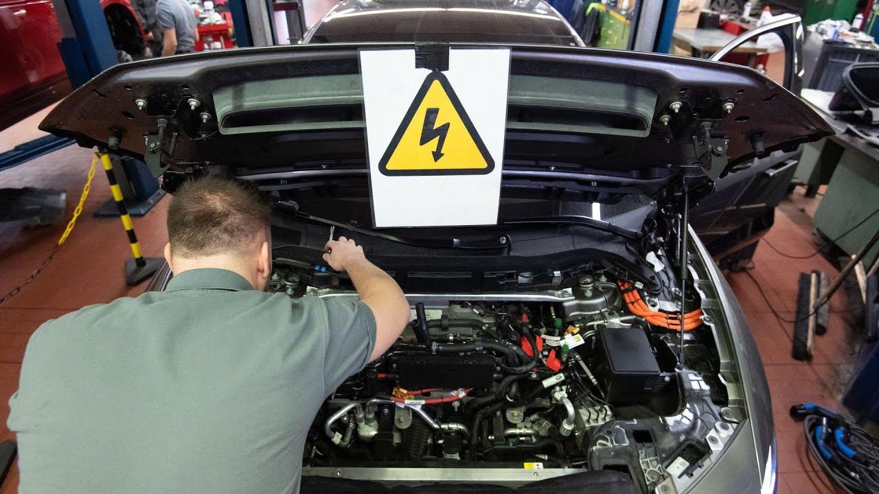 Ce se face la o revizie de masina electrica?