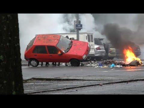 شاهد: طلاب غاضبون يضرمون النار بسيارة احتجاجا على سياسة ماكرون…  - 15:54-2018 / 12 / 6