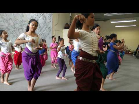 (Re-learning) Robam Chuon Por with the Khmer Arts Academy (Long Beach) Training Video