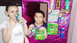حمودي يبيع في ماكينة الشيبس والكانز!!