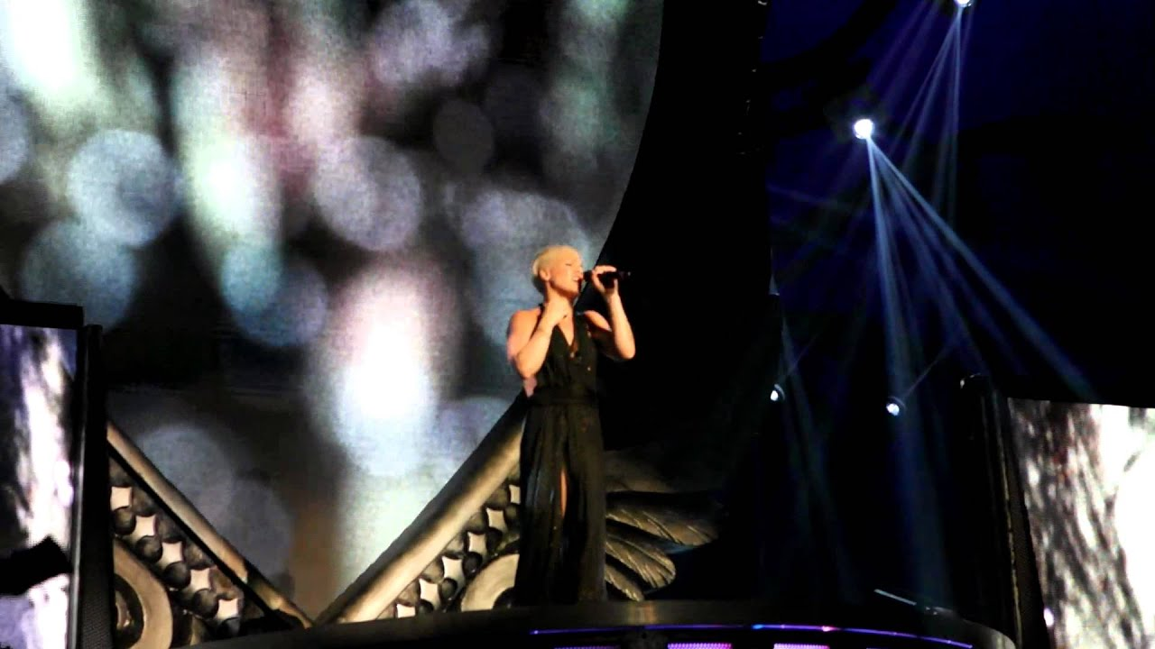 PINK Just Give Me a Reason Live Melbourne 17-08-2013 - YouTube