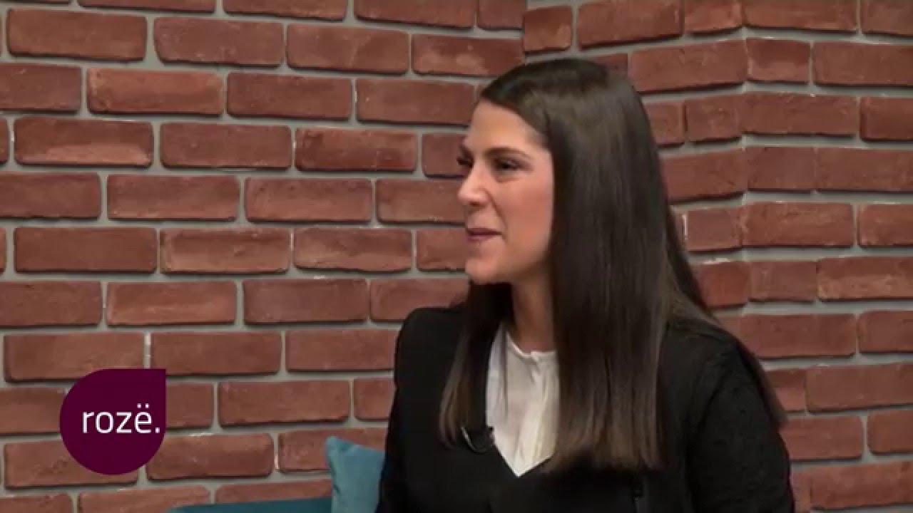 Gazetari Milaim Zeka dhe aktorja Fiona Gllavica vlerësojnë veshjet e VIP've