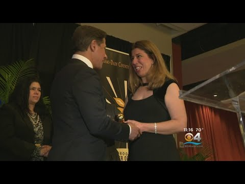 Miami-Dade County Public Schools Crowns New Teacher Of The Year