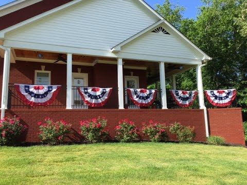HOW I STORE MY AMERICAN FLAG BUNTING (FLASH FRIDAY FAV)