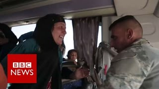 Mosul soldier reunites with mother on bus   BBC News