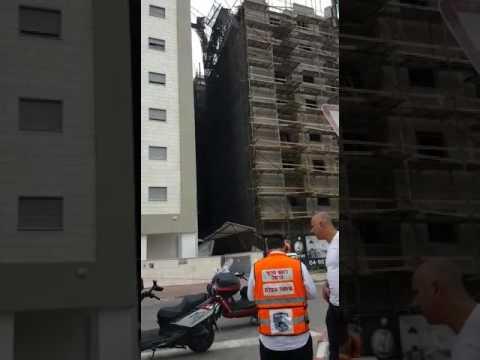 Scaffolding collapse in Kiryat Ata (Media Resource Group)