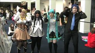 Miku Hatsune and 100 Cosplayers Caramelldansen ウマウマダンス (゚∀゚)