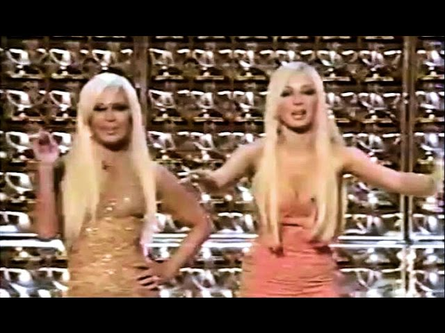 Donatella Versace & Maya Rudolph on Vh1 Fashion Awards