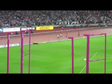 Mo Farah wins the 10,000 metres at IAAF2017