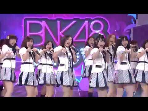 BNK48 - Aitakatta (อยากจะได้พบเธอ) @BNK48 show 9 july 2017
