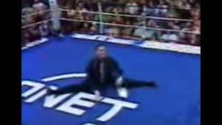Jean-Claude Van Damme famous split Live on Muay Thai ring