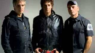 Soda Stereo - Picnic en el 4° B (Video y Letra)