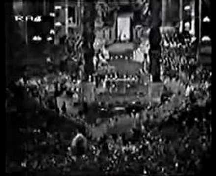 Papal Coronation 07 -Sic transit gloria mundi