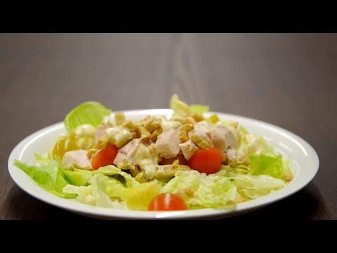 Greitos Cezario salotos su vištiena ir sūrio padažu