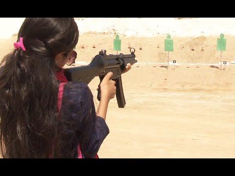 طالبات کو دہشت گردوں سے لڑنے کی تربیت