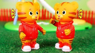 Daniel Tiger´s Toys 🐯 Daniel has a naughty cousin 🐯😮🐯