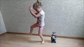 Танец Вики и кота!Канал ДОЧКИ-МАТЕРИ.