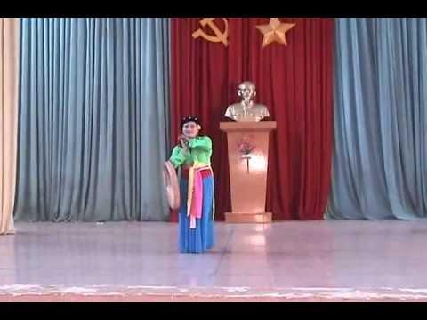 Hát chèo Thái Bình- Thuý Bằng (Điệu luyện năm cung).flv