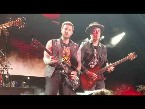"Avenged Sevenfold ""Shepherd of Fire"" Live Front row Pit HD, upclose guitar solo 2016 Tour"