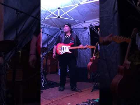 Willie K on the street..Opera meets Rock!