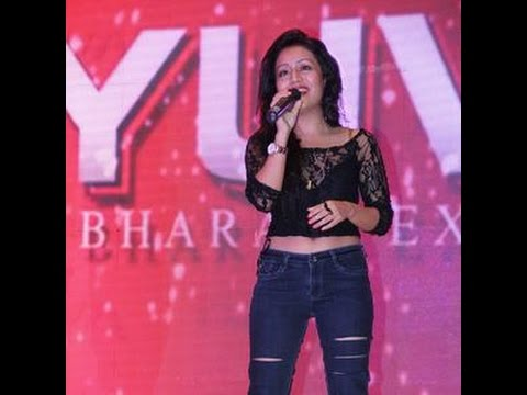 Neha kakkar live perfomence sing song muskurane ki wajah tum ho in deshbandhu college