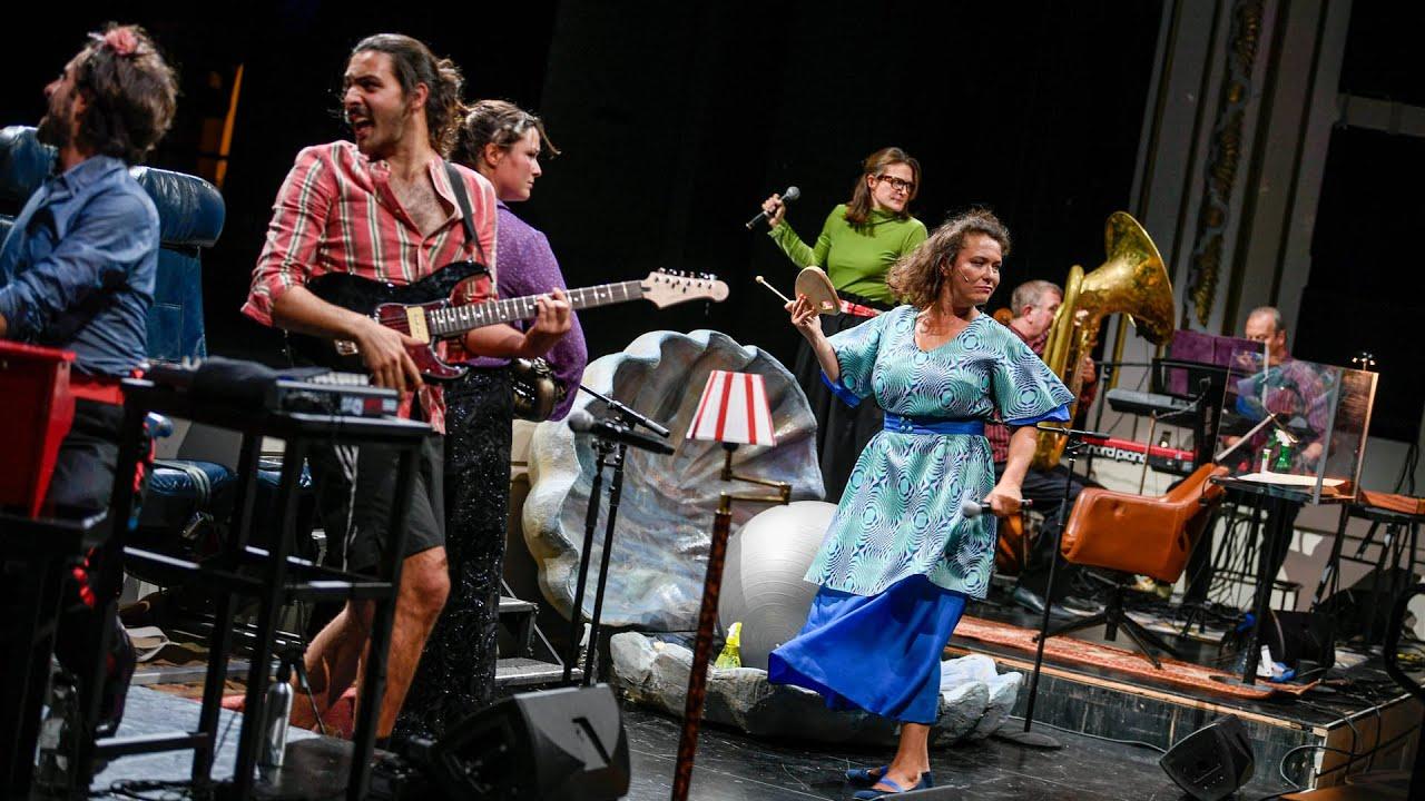 Staatsschauspiel Dresden EINMETERFÜNFZIG eine Theaterphantasie mit Abstand