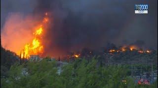 Grecia. Spaventosi incendi alle porte di Atene: 50 morti, 150 feriti thumbnail