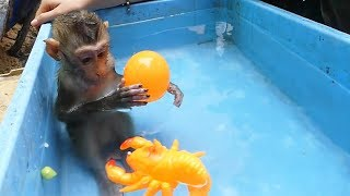 Monkey Baby Mori | Awesome Mori Swim Under Water And Take Bath