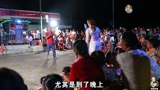 The light brother singing contest attracted the carnival of thousands of people.