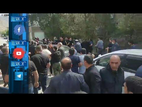 «Թուրք Նիկոլ», «Նիկոլ դավաճան»  մեղրեցիները պահանջում են՝ վարչապետը մարզից հեռանա