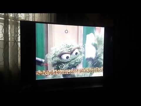 Sesame Street: Grouches Love Trash
