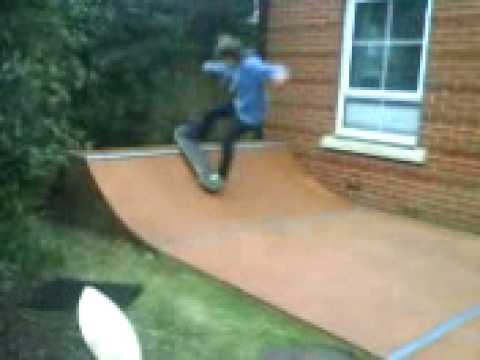 Will & Laurence's Mini Ramp  Skate Session