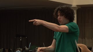 Gustavo Dudamel conducts Shostakovich's 5th Symphony thumbnail