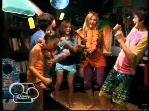 Vámpírunk a gyerekcsősz főcím [Disney Channel Hungary]