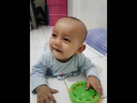 Anak bayi ketawa girang denger suara lucu | (nada)
