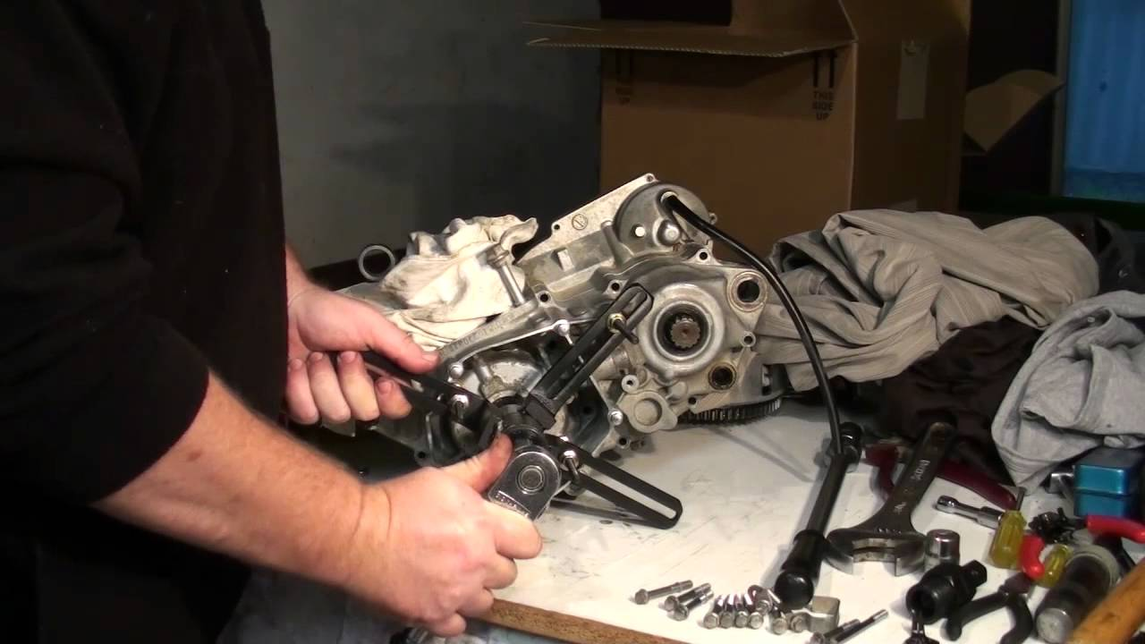 Dirt Bike Bottom End Rebuild - Splitting The Cases