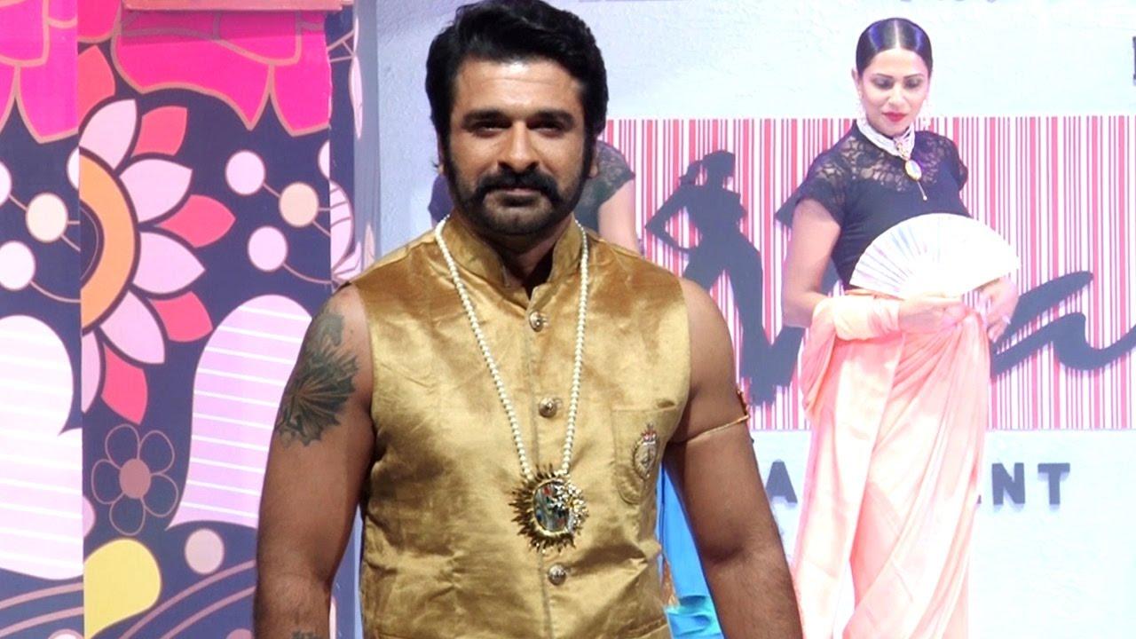 Yeh Moh Moh Ke Dhaagey actor Eijaz Khan RAMP WALK & Interview VIDEO