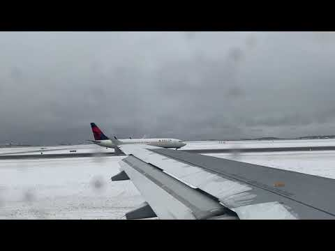JetBlue A320 Deicing & Takeoff From Boston (2/18/2019)