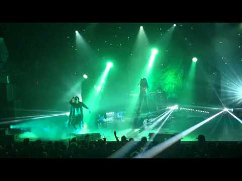 Grimes - Symphonia IX (My Wait Is U) (Terminal 5 11/16/15)